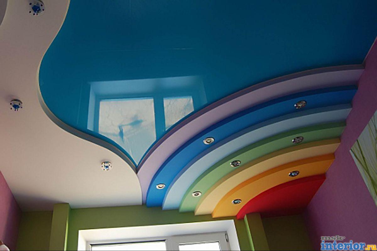 Разноцветный потолок фото